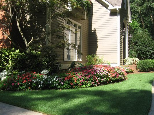 Lawn maintenance service in Marietta, GA