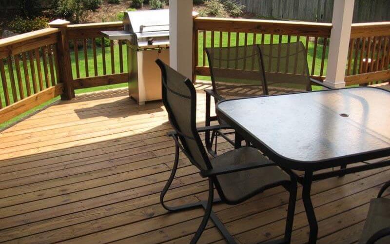 Photo of suburban deck in Atlanta backyard